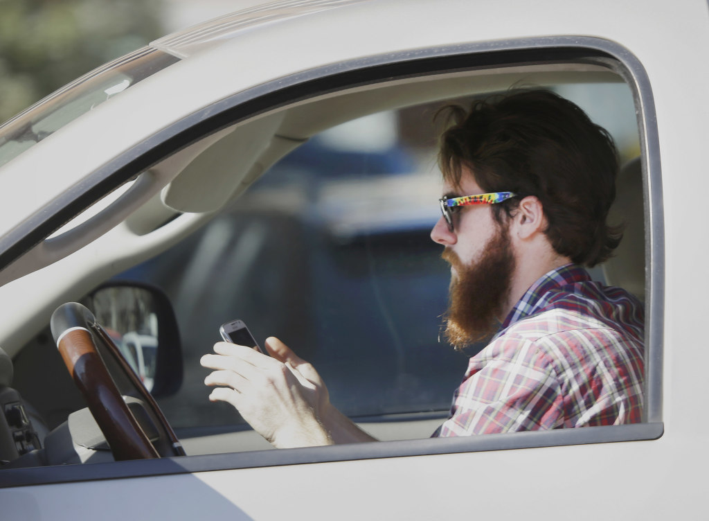 Illinoisans face suspended license for texting while driving