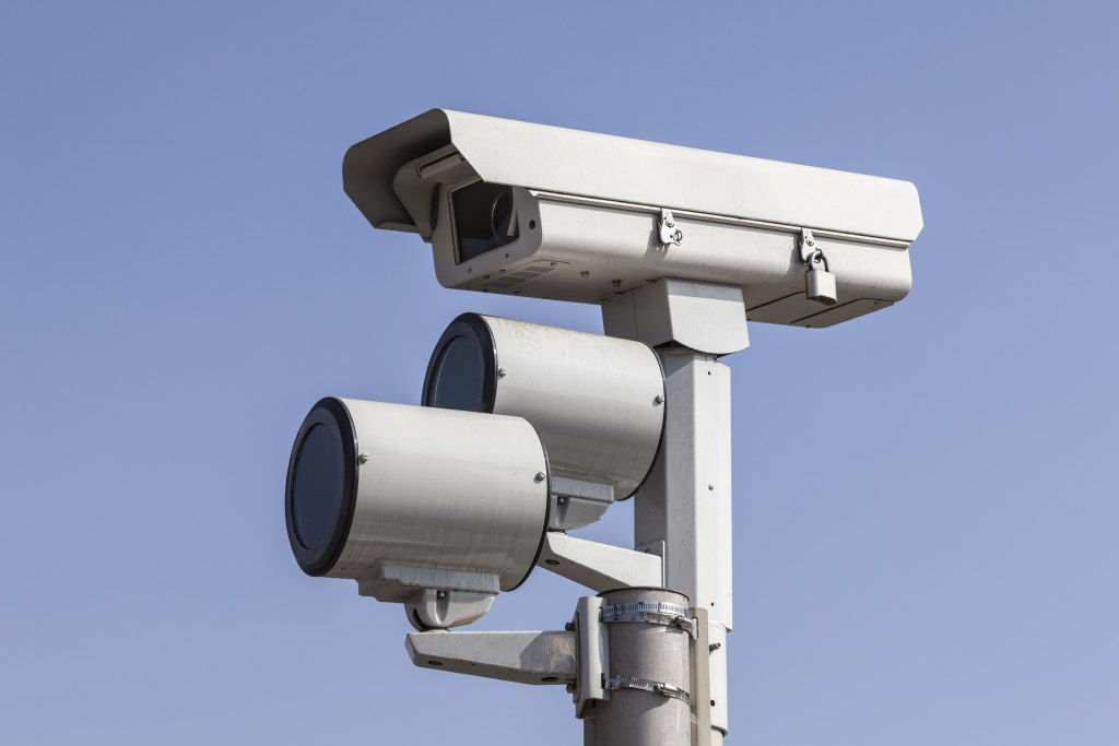 Red-light camera backlash gains bipartisan momentum in Springfield